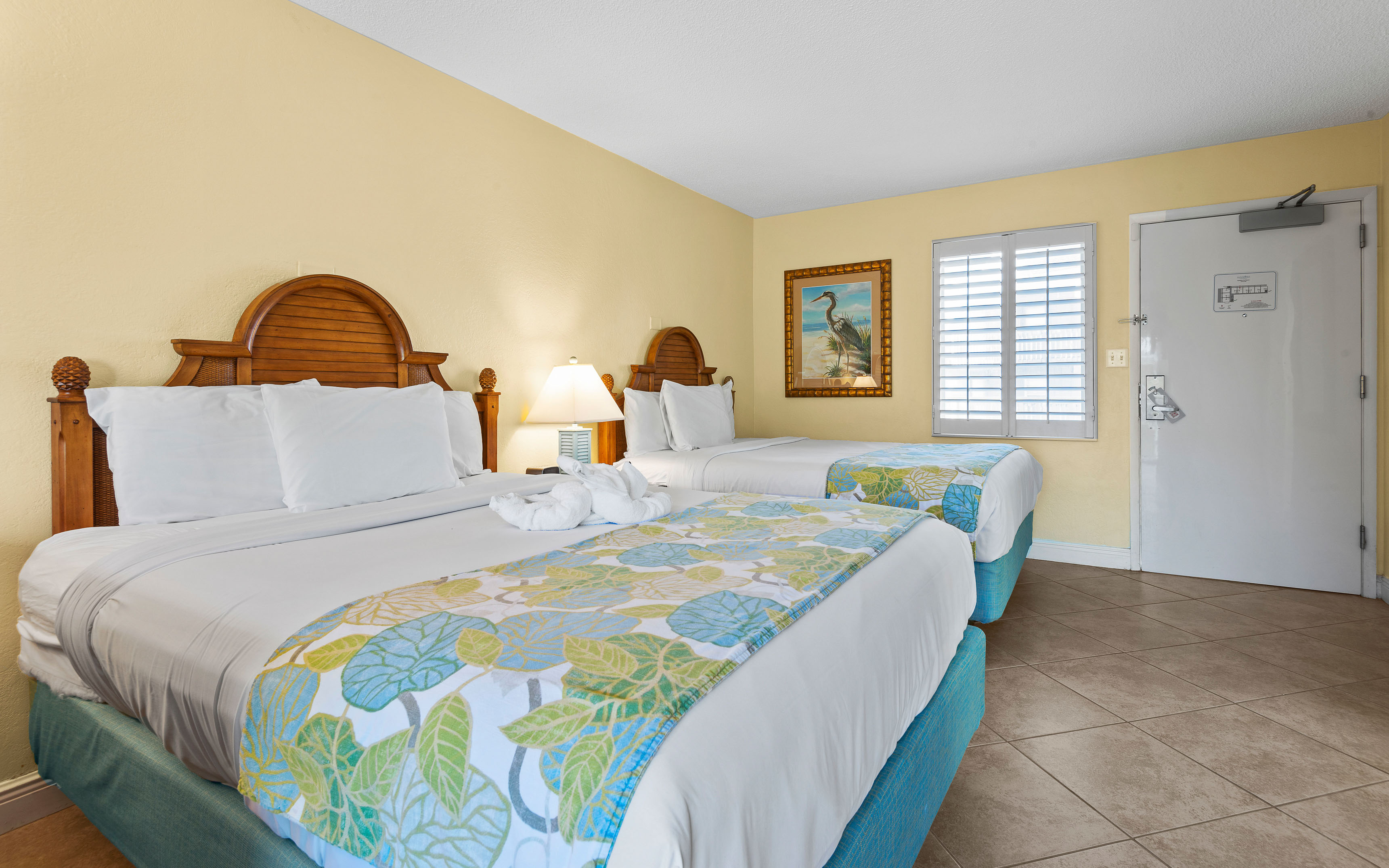 Courtyard View Guest Rooms At Sandpiper Gulf Resort in Fort Myers Beach